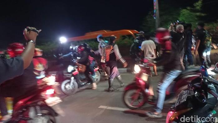 Penyekatan Karawang-Bekasi dibuka polisi, pemudik bersorak sorai (Wilda/detikcom