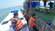 Potret Penyekatan Jalur Laut di Indramayu