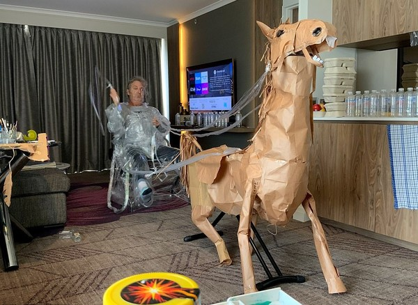 Sepanjang hidupnya, Marriott memang menghabiskan waktu untuk menciptakan properti untuk pertunjukan. Dia sudah puluhan tahun berkecimpung di industri kreatif. Saat ini, dia bekerja sebagai Art Director untuk perusahaan pembuat iklan TV. (AP)