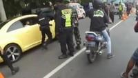 Takut Ditilang, ABG Pengemudi VW yang Tabrak Petugas Kabur saat Ditanya SIM