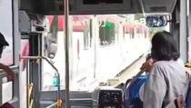 Viral Bus BST Serempet KA Batara Kresna di Jalan Slamet Riyadi Solo