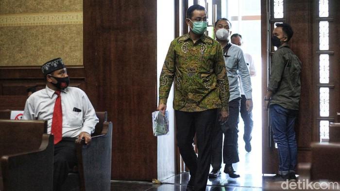 Terdakwa korupsi bansos se-Jabodetabek tahun 2020 Juliari Batubara mengikuti sidang lanjutan di Pengadilan Tipikor, Jakarta, Senin (10/5/2021).