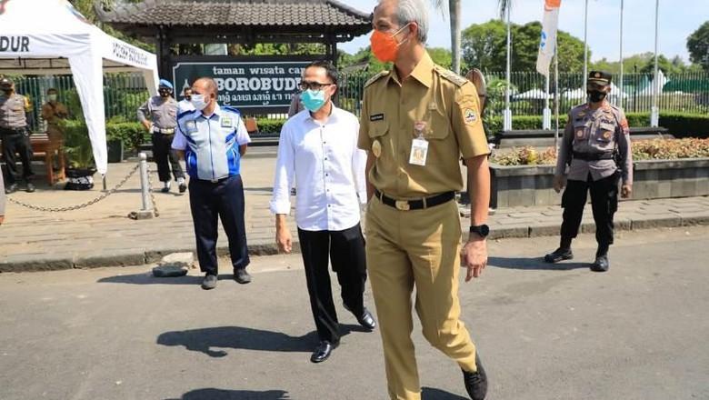 Gubernur Ganjar Pranowo meninjau lokasi wisata Candi Borobudur di Kabupaten Magelang.