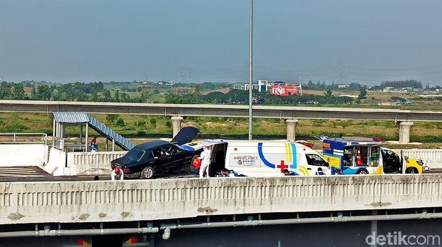Simulasi penyelamatan khusus kecelakaan di jalan tol dengan rescue udara di Tol Layang MBZudara.