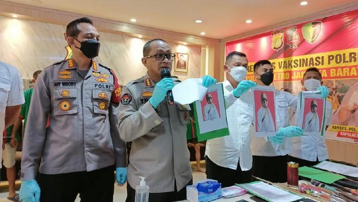 Konferensi pers penggerebekan Kampung Ambon (dok. Polres Metro Jakarta Barat)