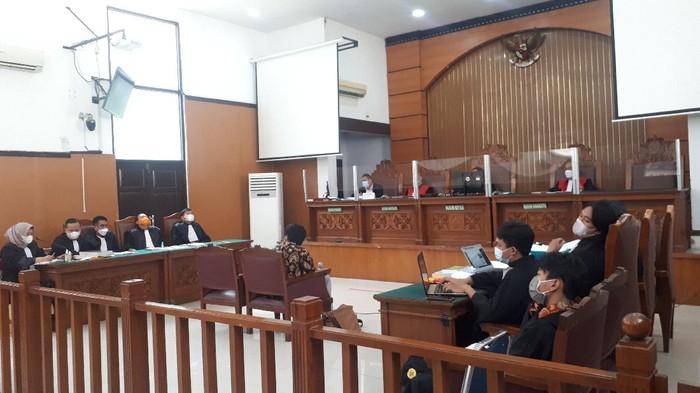 Rozi Brilian hadir sebagai saksi dalam sidang Jumhur Hidayat di PN Jaksel, Senin (10/5/2021).