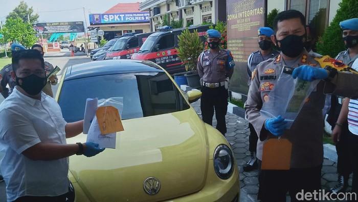Jumpa pers kasus pemobil ABG tabrak polisi pos penyekatan Prambanan Klaten, Senin (10/5/2021).
