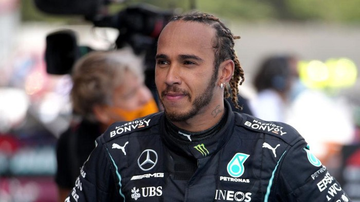 BARCELONA, SPAIN - MAY 09: Race winner Lewis Hamilton of Great Britain and Mercedes GP celebrates in parc ferme during the F1 Grand Prix of Spain at Circuit de Barcelona-Catalunya on May 09, 2021 in Barcelona, Spain. (Photo by Emilio Morenatti - Pool/Getty Images)