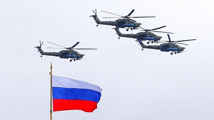 Rusia memperingati Hari Kemenangan atau Victory Day ke-76, Minggu (9/5). Peringatan itu diisi dengan parade militer Rusia.)