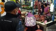 Banyak Pedagang dan Pembeli Pasar Blambangan Banyuwangi Tak Bermasker
