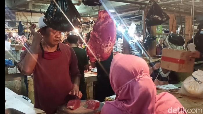 Pedagang daging sapi di Pasar Rancaekek, Bandung.