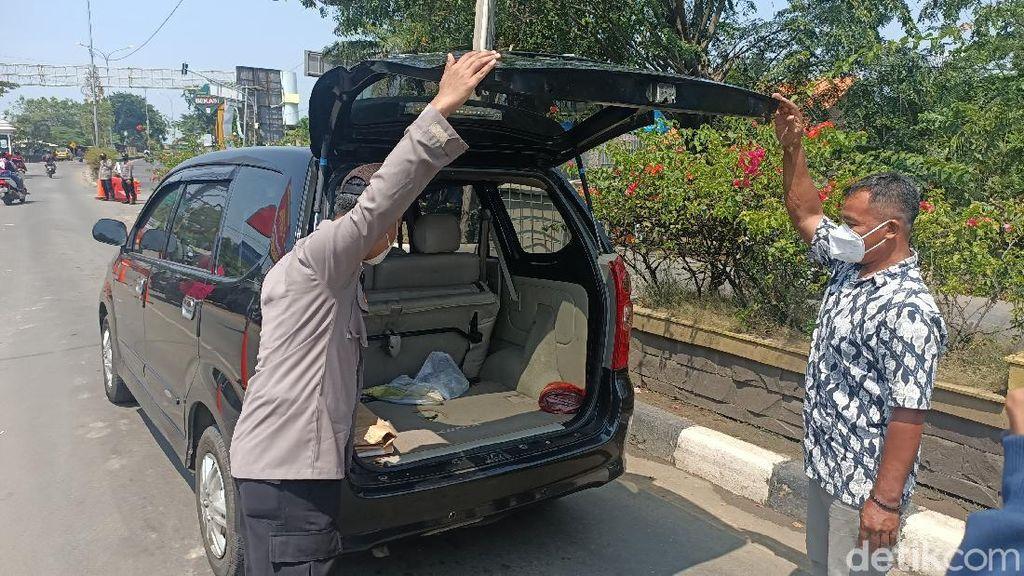 Palsukan Surat Tugas Karyawan BUMN, Pemudik Diputarbalik di Karawang