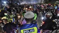 Duduk Perkara Pemudik Blokade Jalan Demi Terobos Penyekatan