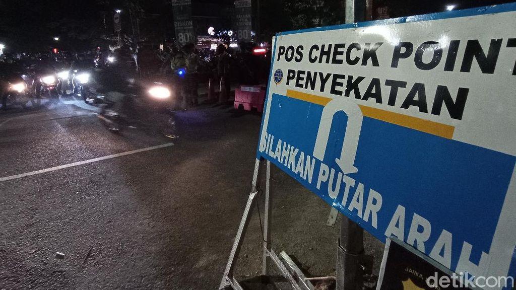 Sekat Pemudik, Polisi Putar Balik 3.000 Pemotor di Cirebon