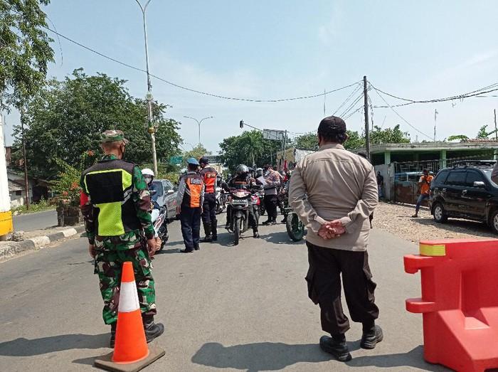 Penyekatan di Perbatasan Karawang-Bekasi normal kembali usai sempat diterobos dan diblokade pemudik