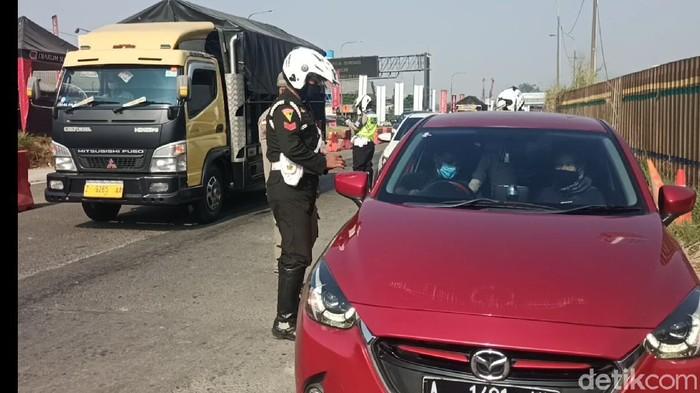 Penyekatan kendaraan di Cileunyi Bandung