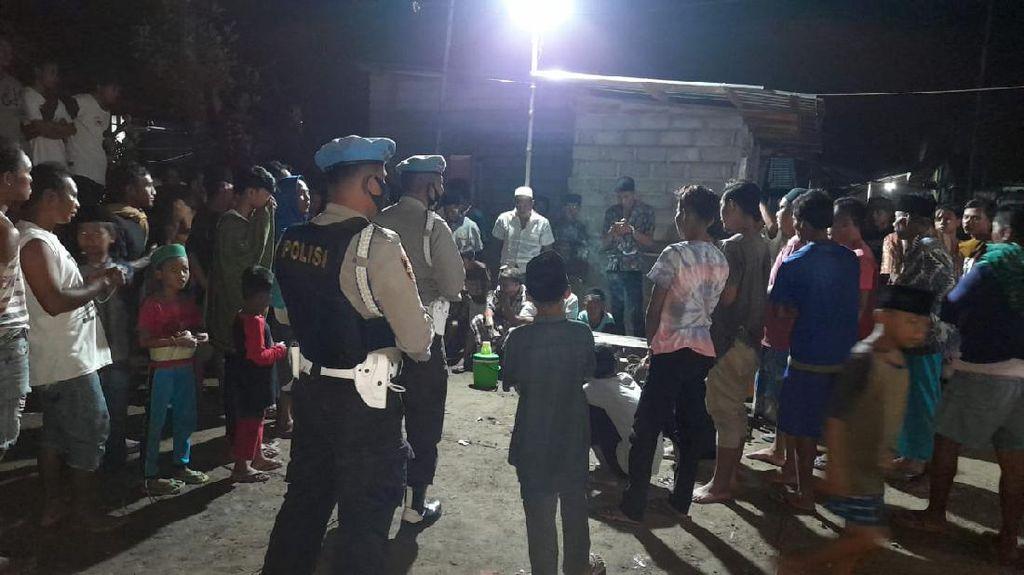 Tim Bukal Polres Lombok Barat Bubarkan Lomba Gasing Saat Pandemi