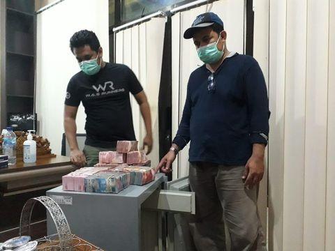 Potret tumpukan uang sitaan KPK hasil Bupati Nganjuk Novi Rahman Hidayat (Dok Istimewa)