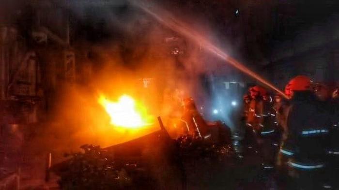 Salah satu gedung di kawasan PT Pindad Bandung sempat terbakar