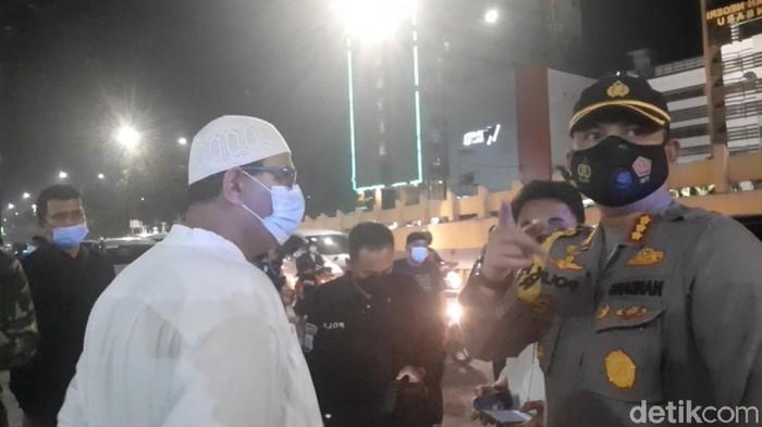 Sejumlah pelayat terlihat mulai berdatangan ke RS tempat Ustaz Tengku Zulkarnain meninggal dunia (Raja Adil/detikcom)