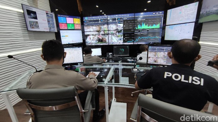 Suasana ruangan Command Center Polrestabes Semarang