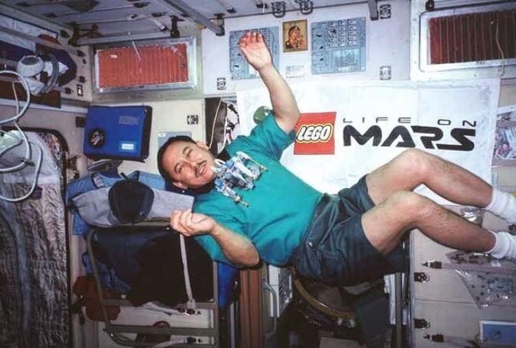 Talgat Musabayev yang berpaspor Kazakhstan sudah sering bolak-balik ke ISS. Mulai dari November 1994, Agustus 1998, dan Mei 2001.