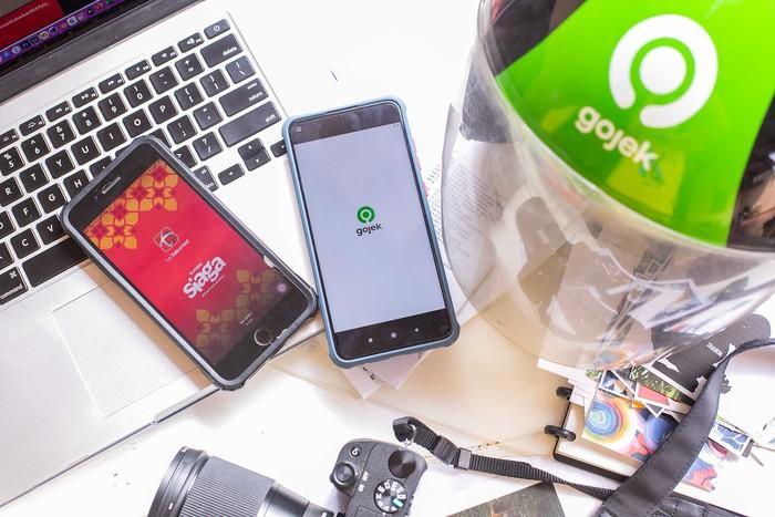 Telkomsel kembali menggelontorkan pendanaan ke kantong Gojek dengan jumlah besar. Secara total operator seluler ini menanam investasi sebanyak USD 450 juta atau setara Rp 6,3 triliun ke Gojek.