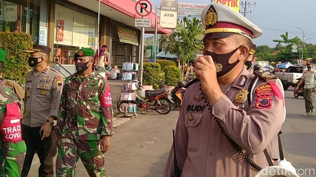 Tim Gabungan Tutup Pasar Tiban di Alun-alun Kota Pekalongan
