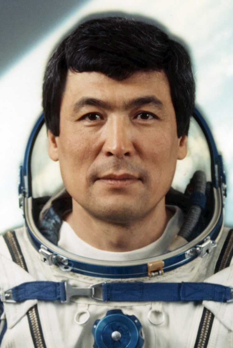 Di penghujung 1991, Toktar Aubakikov yang punya KTP Kazakhstan turut mendapat daftar astronaut muslim yang sudah ke luar angkasa.
