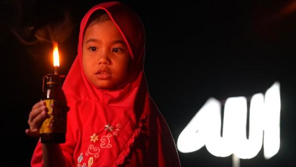 Selain itu festival ini juga untuk menyambut malam Lailatul Qadar dengan menyalakan lampu minyak di halaman rumah, masjid dan lapangan.