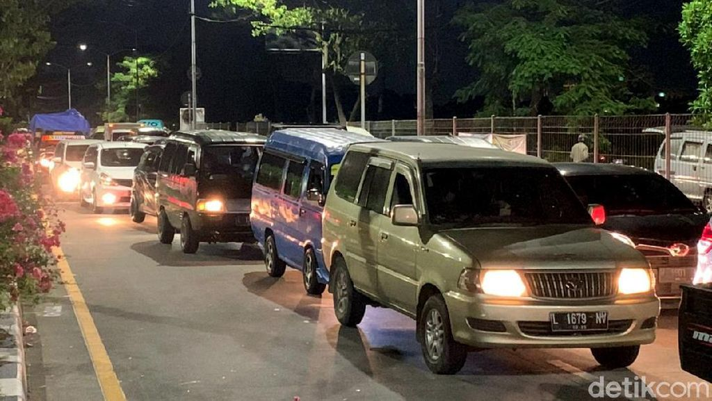 Ada Penyekatan di Suramadu, Jalur Arah Madura Macet Total