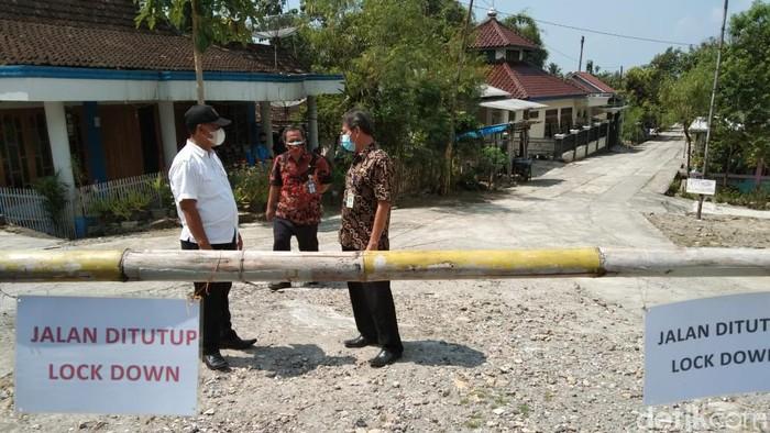 Akses pintu masuk menuju RT 01 Dukuh Garangan, Desa Garangan, Kecamatan Wonosamodro, Kabupaten Boyolali ditutup karena kasus klaster tilik