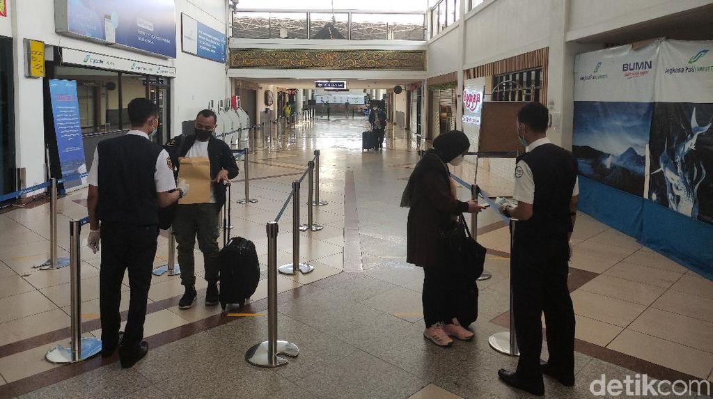 Penumpang di Bandara Juanda Sepi Selama Masa Larangan Mudik 2021