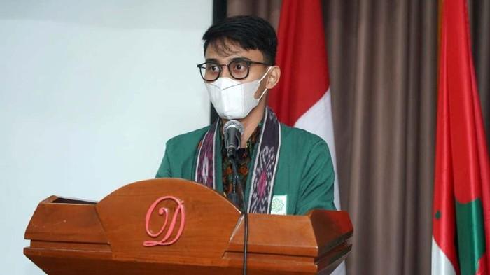 Koordinator Pusat BEM Nusantara Dimas Prayoga memberikan keterangan pers terkait kinerja Kapolri Jenderal Listyo Sigit Prabowo.
