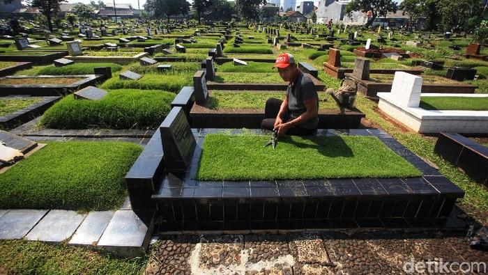 Mulai besok, Pemprov DKI Jakarta akan menutup TPU di seluruh DKI. Penutupan ini untuk mencegah kerumunan peziarah kubur saat Idul Fitri 2021.