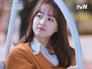 Park Bo Young Sebut Karakternya Relatable, Bikin Haru di Doom at Your Service