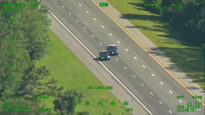 Dua mobil patroli dicuri