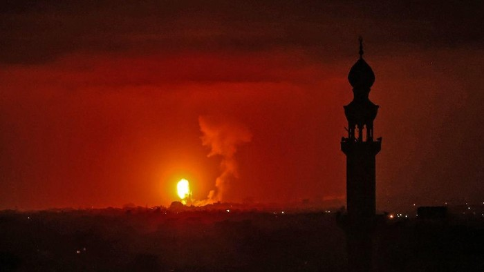 A picture shows an Israeli air strikes in the southern Gaza Strip, controlled by the Palestinian Islamist movement Hamas, on May 10, 2021. - Israel launched deadly air strikes on Gaza in response to a barrage of rockets fired by the Islamist movement Hamas amid spiralling violence sparked by unrest at Jerusalems Al-Aqsa Mosque compound. (Photo by SAID KHATIB / AFP)
