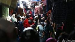 Kasus COVID-19 di Indonesia melonjak pesat pada pekan-pekan ini. Lonjakan kasus ini karena adanya interaksi sosial yang masif dan pelanggaran protokol kesehatan