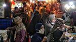 Hiruk Pikuk Warga Pesisir Jakarta Bersiap Sambut Lebaran