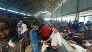 Padat dan Abai Prokes Terlihat di Pasar Wergu Kudus Jelang Lebaran
