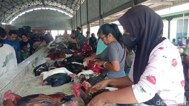 Kapadatan di Pasar Baru Wergu Kudus jelang lebaran, 11/5/2021