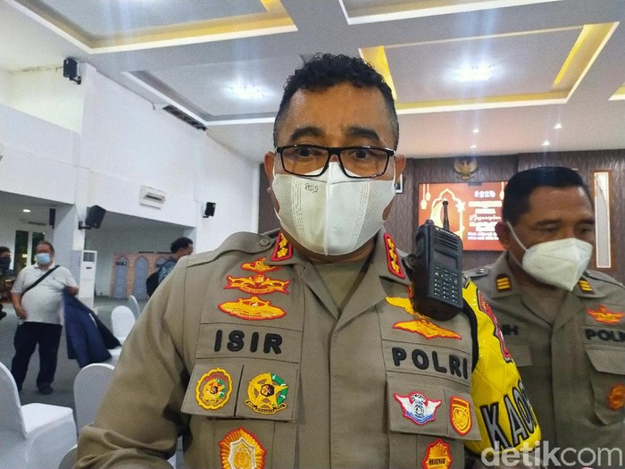 Kapolrestabes Surabaya Kombes Jhonny Eddizon Isir