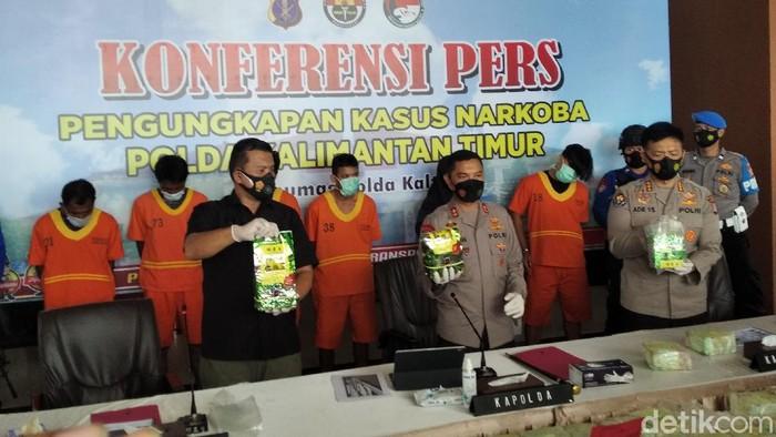 Komplotan kurir sabu dari Malaysia tujuan Sulsel ditangkap di Kaltim (Suriyatman/detikcom).