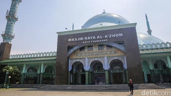 Tampak bangunan Masjid Al AZhom yang terletak di kompleks pemerintahan Kota Tangerang, Banten, Selasa (11/5/2021).