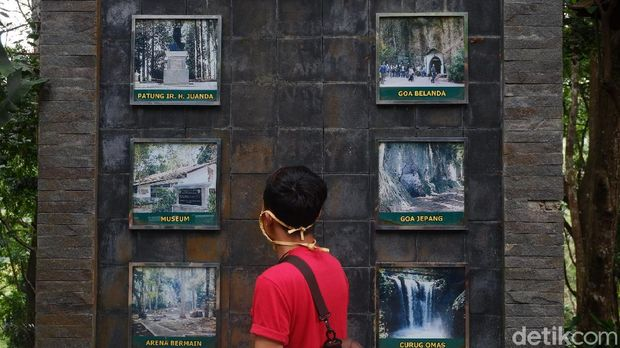 Objek wisata Taman Ir Djuanda Bandung tutup di hari H perayaan lebaran Idul Fitri 2021. Penutupan tempat wisata tersebut hanya berlaku sementara dan akan dibuka kembali sehari setelah lebaran.