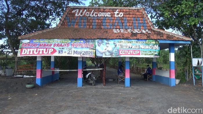 Pemkab Lumajang menutup semua tempat wisata selama libur Lebaran. Seperti yang disampaikan Bupati Lumajang Thoriqul Haq di kantornya.