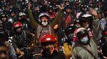 Foto: Ribuan Pemudik Kembali Terjebak Macet di Pos Penyekatan Bekasi