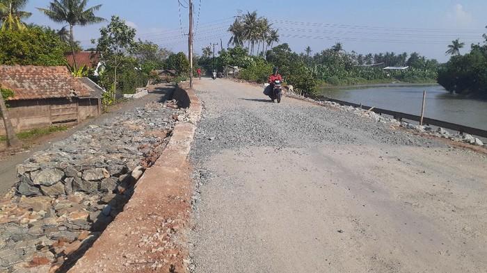 Penampakan perbaikan longsor di Jl Tanjung Burung, Teluknaga, Kabupaten Tangerang