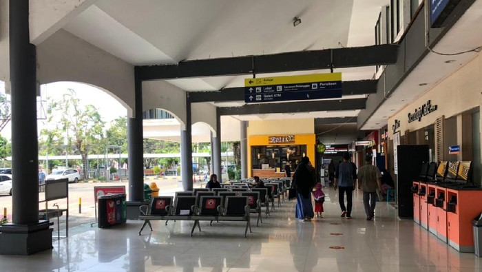 Penumpang di Stasiun Surabaya Mulai Meningkat